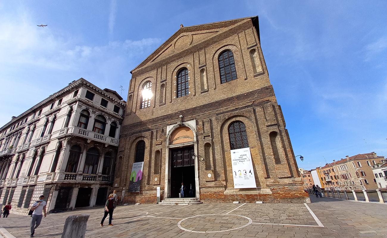facciata-esterna-chiesa-santa-maria-misericordia-venezia.jpg